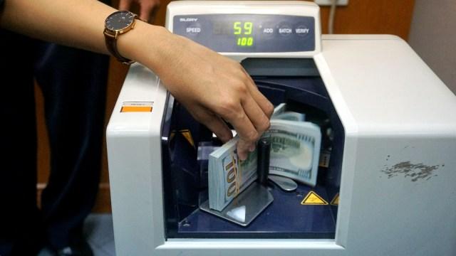Gunakan Karet Bukan Staples saat Setor Uang Kertas ke Bank, Ini Sebabnya (76191)