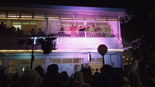 RAN tampil di balkon di M Bloc,