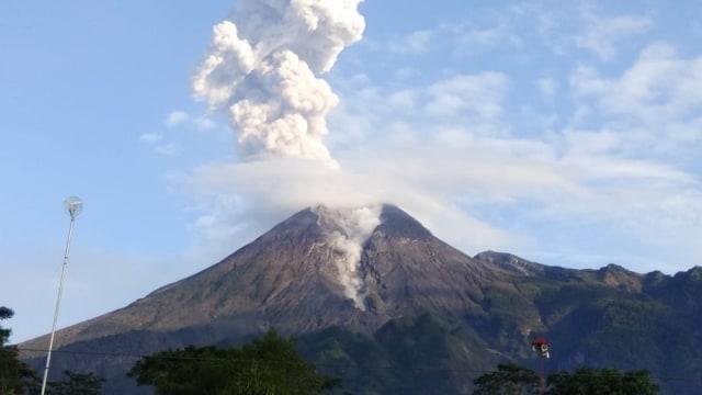 Gunung Merapi Erupsi, BNPB Imbau Masyarakat Tetap Tenang (179352)