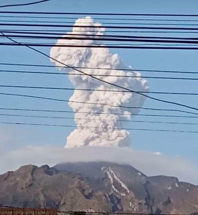 POTRAIT, Gunung Merapi erupsi