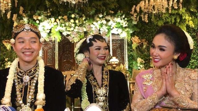 Yuni Shara dan Kartika Sari