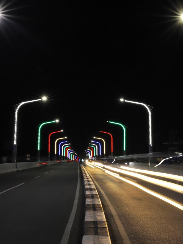 Foto Melihat Warna Warni Jembatan Keindahan Malam Di Banda Aceh Kumparan Com
