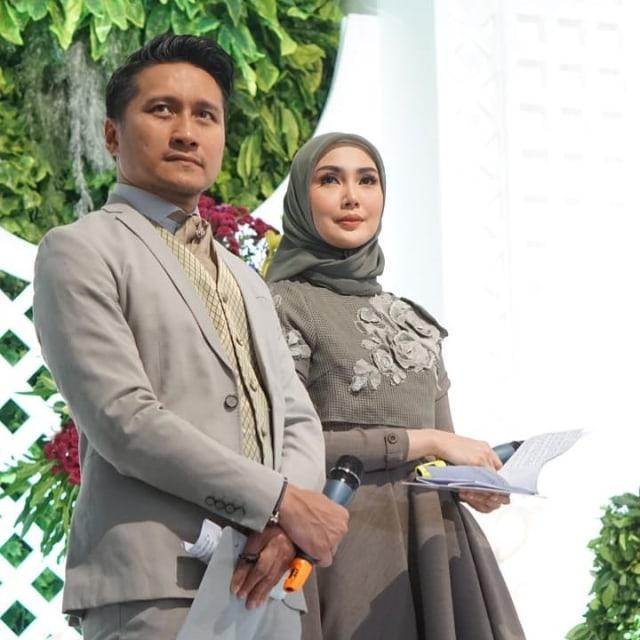 Arie Untung: Selamat untuk Suami yang Bertahan dari Kecerewetan Istri Selama WFH (68152)