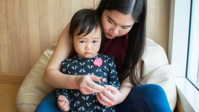 Cara Hentikan Kebiasaan Gigit Kuku pada Anak (95906)