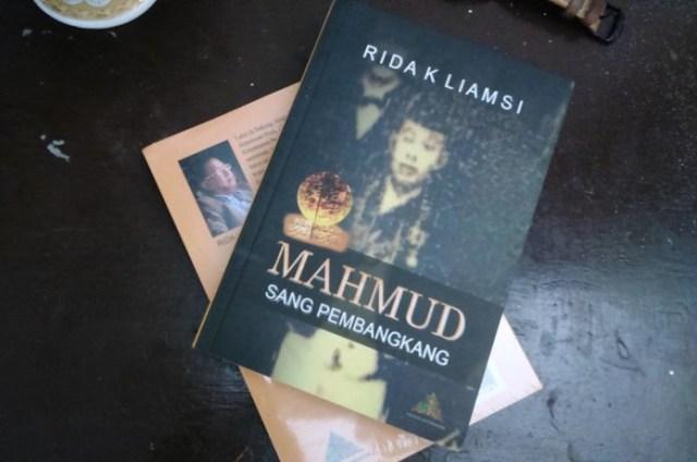 Buku Mahmud Sang Pembangkang.jpg