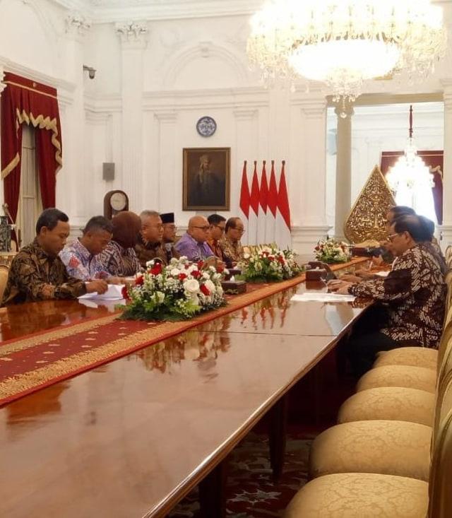 Bertemu Jokowi, KPU Lapor Pemilu 2019 dan Rencana Pilkada 2020 (1140806)