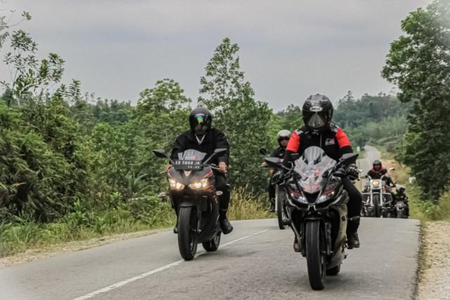 Riding dengan Komunitas Motor di Sintang, Jarot Promosikan Bukit Kelam (725883)