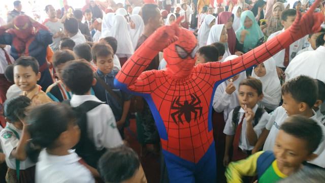 Pejabat Pemkot Pasuruan Pakai Kostum Superhero Hibur Siswa SDN Gentong (449303)