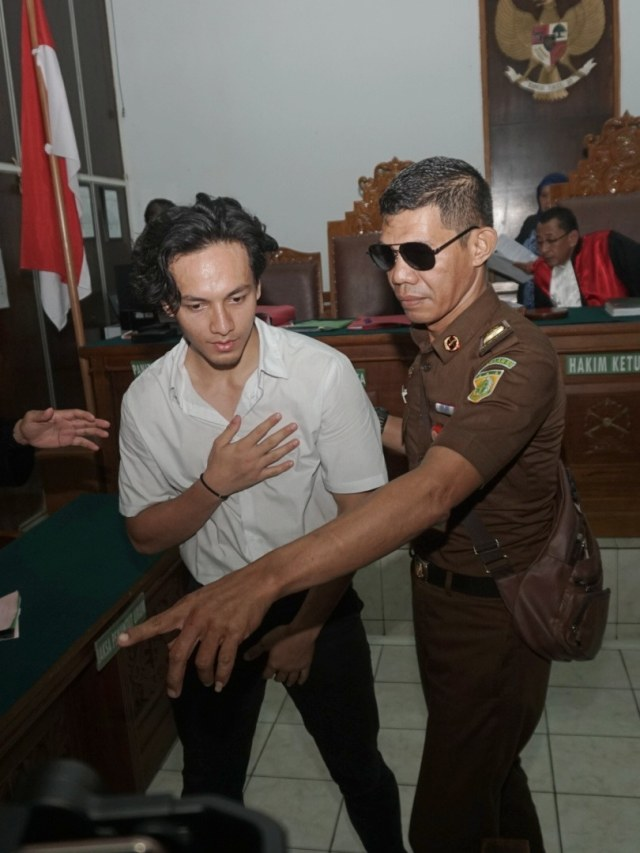 Foto: Jefri Nichol Divonis Tujuh Bulan Rehabilitasi (34938)