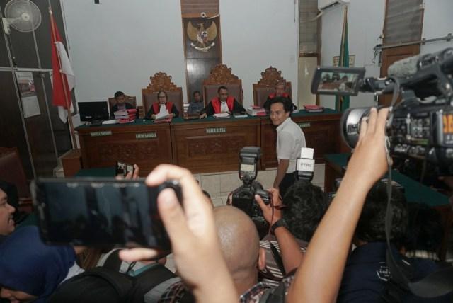 Foto: Jefri Nichol Divonis Tujuh Bulan Rehabilitasi (34939)