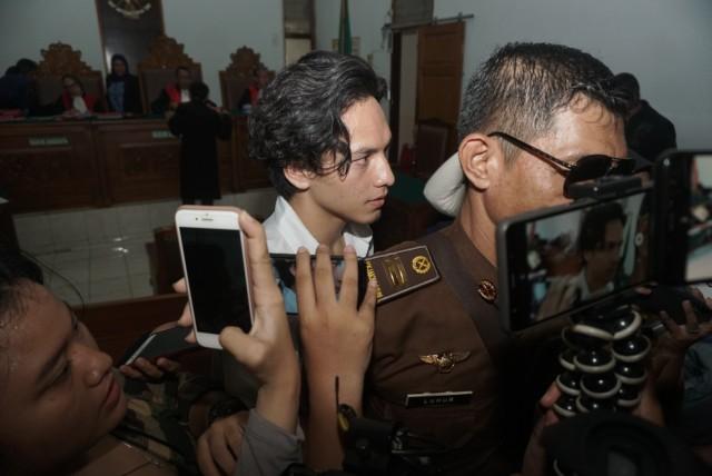 Foto: Jefri Nichol Divonis Tujuh Bulan Rehabilitasi (34932)