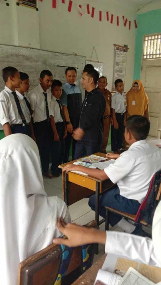 Tengku Azwendi di SMPN 38 Pekanbaru.jpg