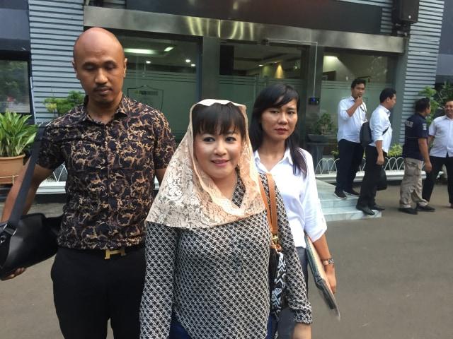 Dewi Tanjung soal Novel Akan Laporkan Balik: Harus Bilang Wow Gitu? (92323)