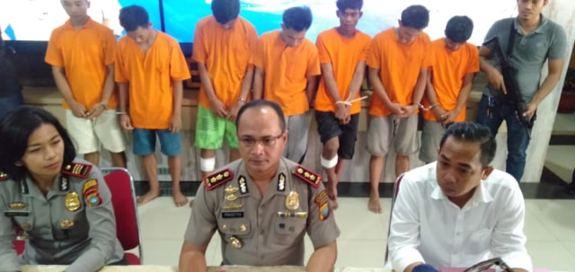 Tujuh Orang Begal Tak Berkutik di Bekuk Polisi di Batam (603292)