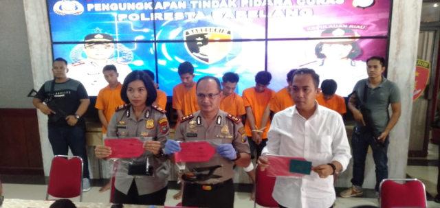 Tujuh Orang Begal Tak Berkutik di Bekuk Polisi di Batam (603293)