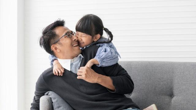 25 Tanda Suami Anda adalah Ayah yang Luar Biasa (128342)