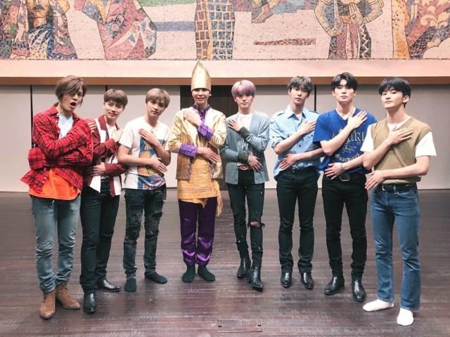 Keseruan Anggota NCT 127 Saat Belajar Tari Saman (63154)