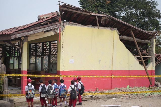 Tiga Ruang Kelas SD di Tangerang Roboh Akibat Pergeseran Tanah (307576)