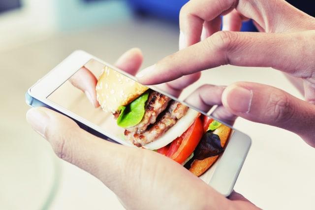 5 Tips Tetap Aman Memesan Delivery Makanan saat Social Distancing di Rumah Aja (334054)