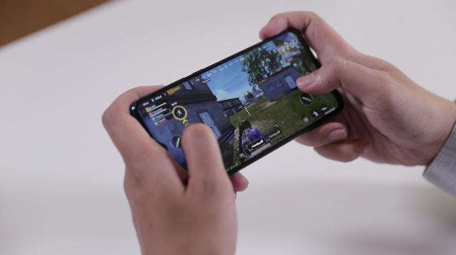 Ilustrasi main game di smarphone Xiaomi Redmi Note 8 Pro