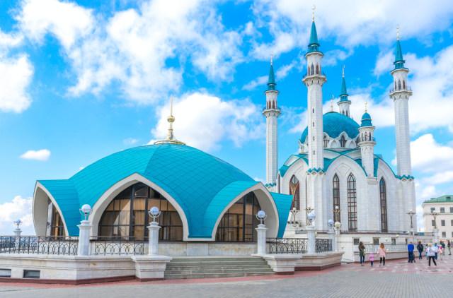 Unggah Video Joget di Depan Masjid, 4 Perempuan Ini Buat Muslim Rusia Marah (117030)