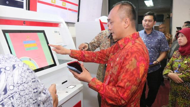 Dukcapil Kenalkan Mesin ADM, Warga Bisa Cetak Sendiri e-KTP hingga KK (308662)