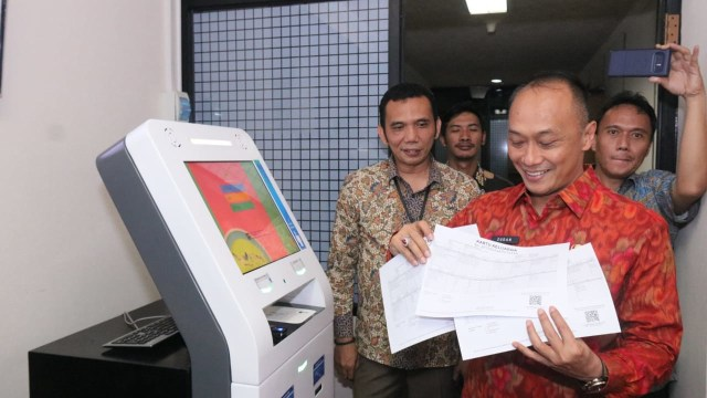Dukcapil Kenalkan Mesin ADM, Warga Bisa Cetak Sendiri e-KTP hingga KK (308661)