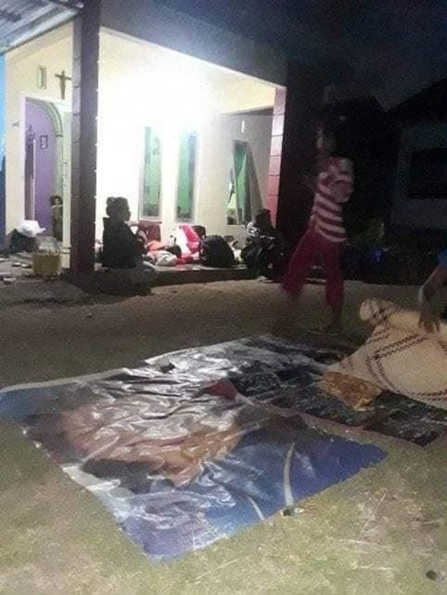 Foto: Pascagempa, Warga Ternate Masih Bertahan di Tenda Pengungsian (498161)