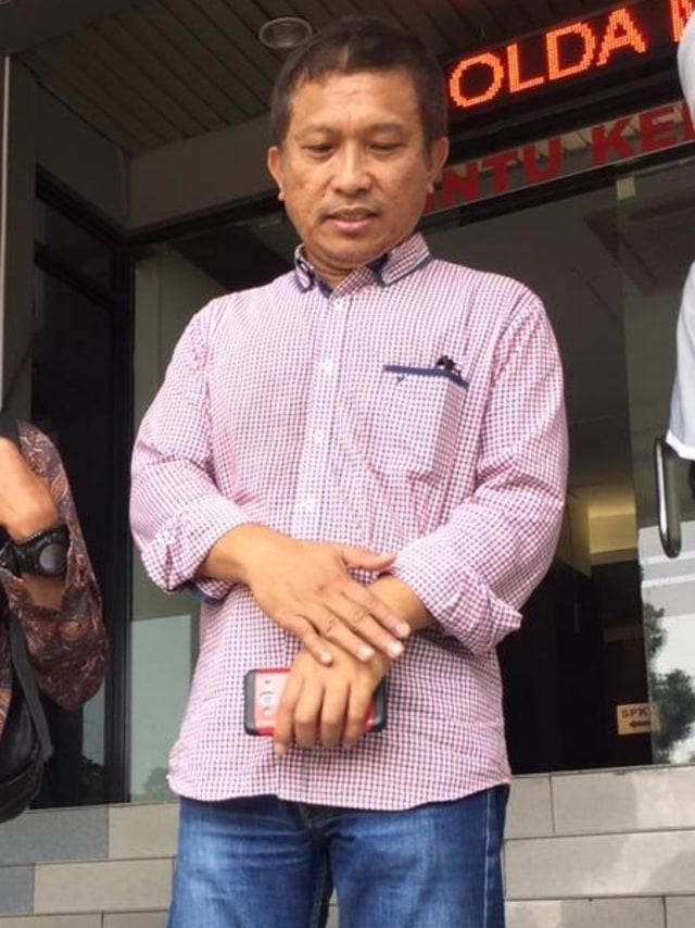 PTR, Yasri Yudha, Pelapor Dewi Tanjung