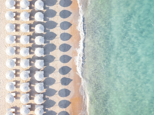 Gara-gara Ambil Pasir di Pantai Sardinia, Turis Ini Didenda Rp 17,5 Juta (80934)