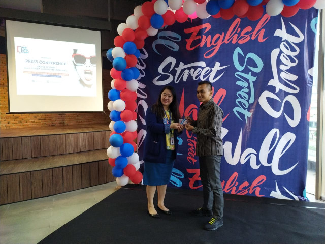 Wall Street English Buka Kelas di Surabaya (12725)