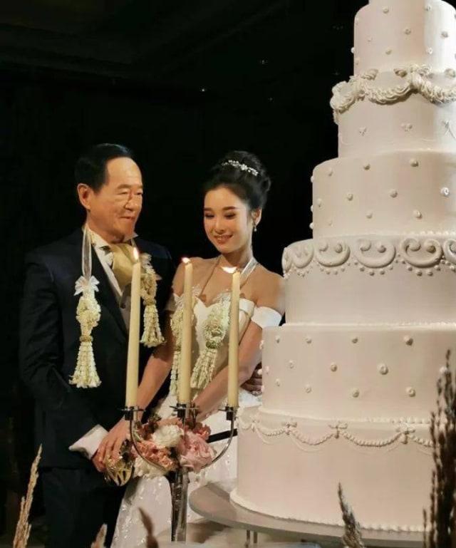Pertama Kali Menikah, Pria 70 Tahun Ini Persunting Gadis 20 Tahun (128271)