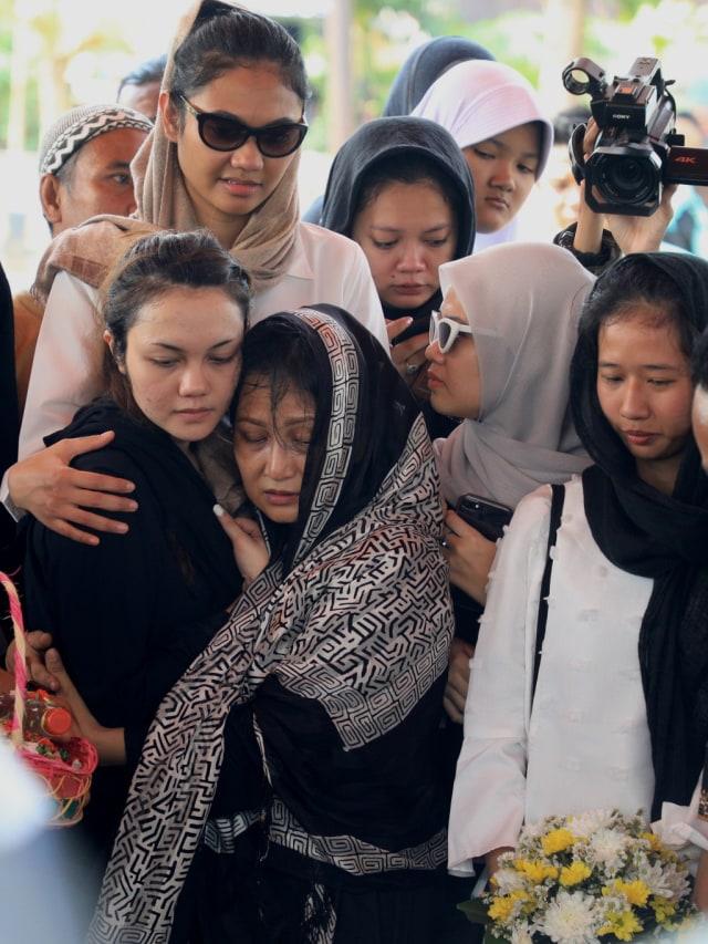 Istri Cecep Reza: Sekarang Kamu Sudah Enggak Merasakan Sakit Lagi (446778)