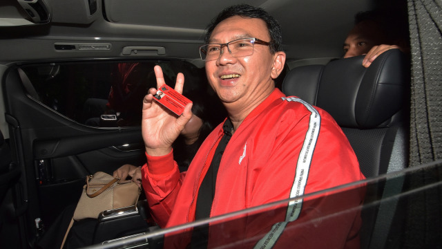 LIPSUS Komisaris Ahok, Ahok Tunjukan Kartu Anggota PDIP