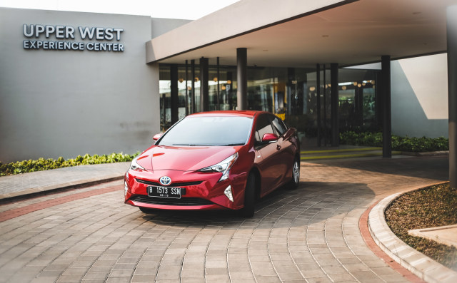 Toyota Prius: Sang Pionir Mobil Hybrid (198668)