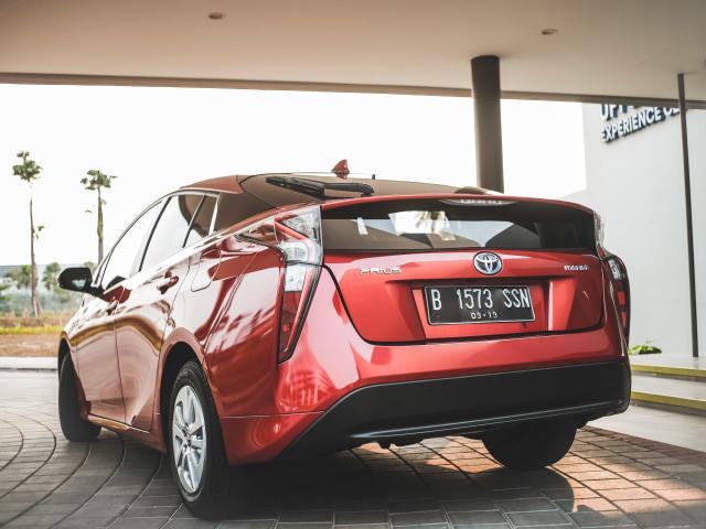Mencoba Prius Hybrid di Jalan Jakarta, Bebas Ganjil Genap?  (145619)