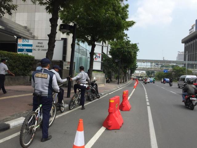 Makin Nyaman Bersepeda di Jalur Sepeda Jakarta (68449)