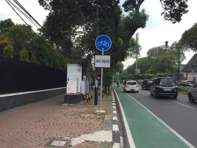 Makin Nyaman Bersepeda di Jalur Sepeda Jakarta (68446)