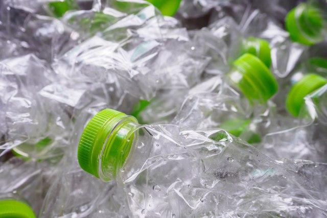 Kehidupan Kedua Plastik Botol: Dari Baju Hingga Sepatu (28816)