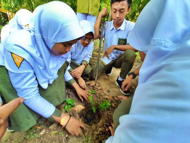 Memeluk Pohon: Merayakan Hari Pohon Sedunia ala Gorontalo (64896)