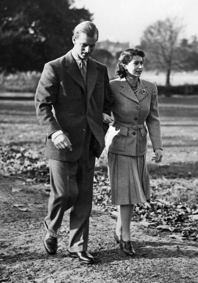 72 Tahun Menikah, Ini Potret Mesra Ratu Elizabeth II & Pangeran Philip (267642)
