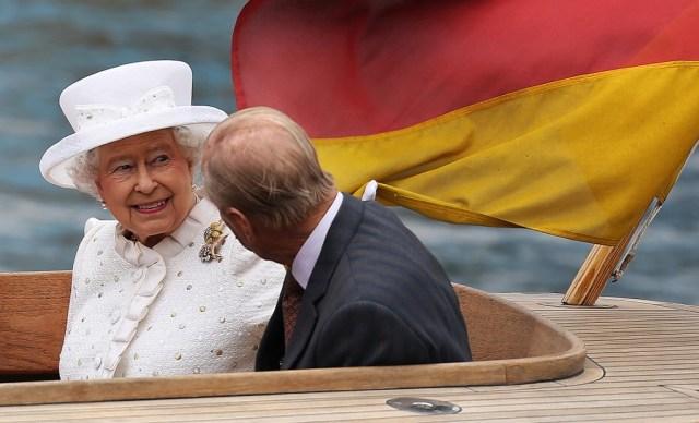 Ratu Elizabeth II Cari Asisten Pribadi untuk Temani Traveling, Minat Daftar? (163447)