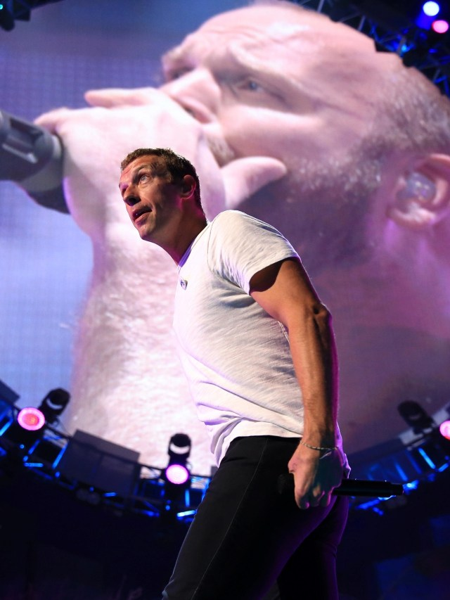 Hibur Fans di Tengah Maraknya Corona, Chris Martin dan John Legend Konser di IG (240332)