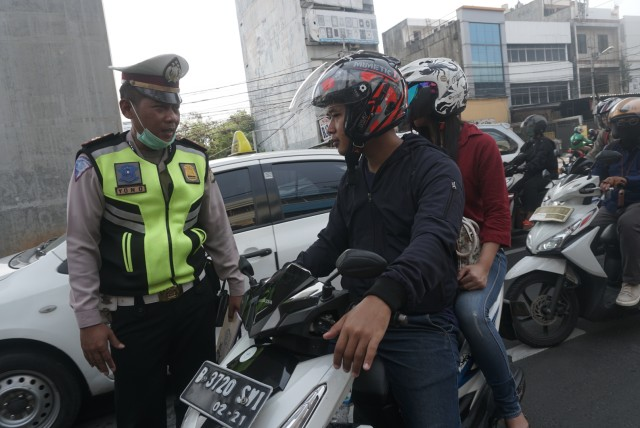 Pelanggaran Jalur Sepeda di Fatmawati