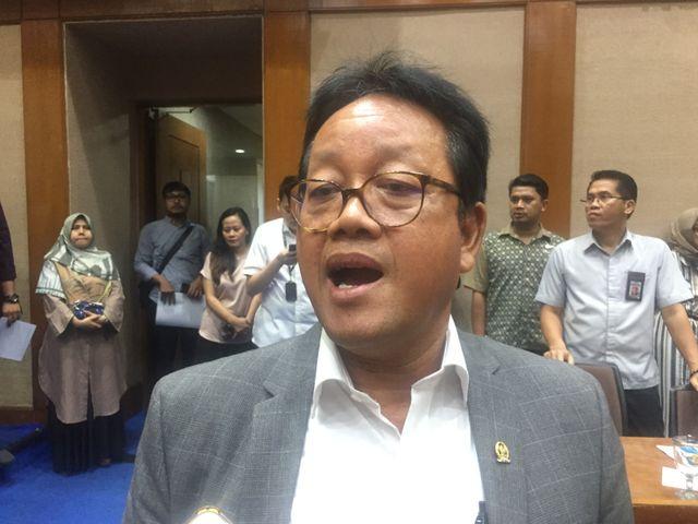 Ketua Komisi VII Sugeng Suparwanto