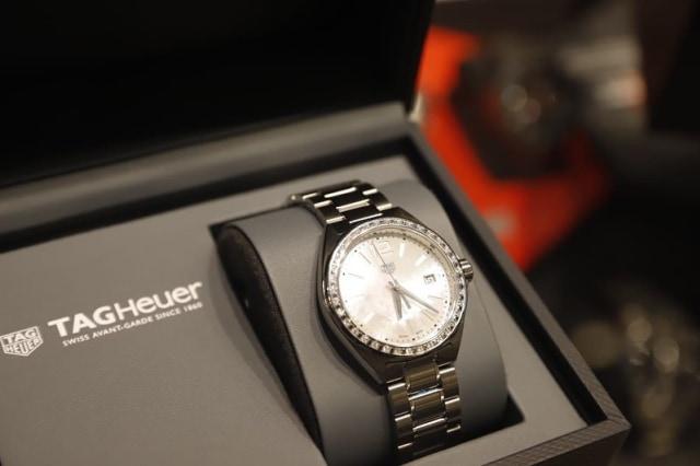 Hadiah Jam Tangan TAG Heuer buat Aries Susanti dari Time International (1180212)