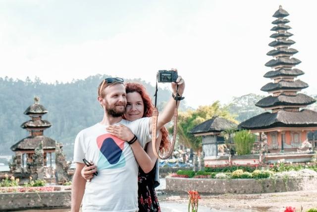 Ilustrasi wisatawan di Bali