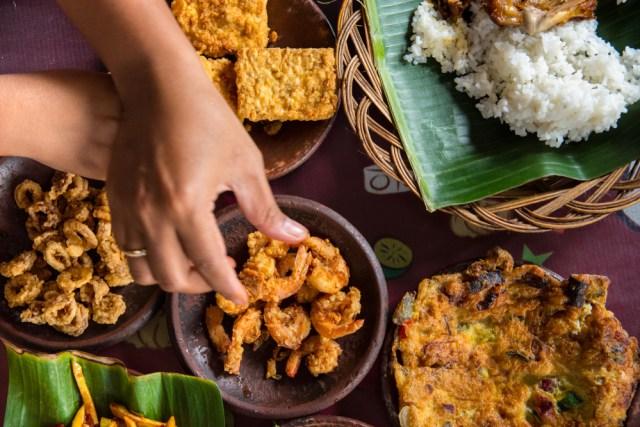 Asal Mula Makan Pakai Tangan, Cara Makan Asli Orang Indonesia (69547)