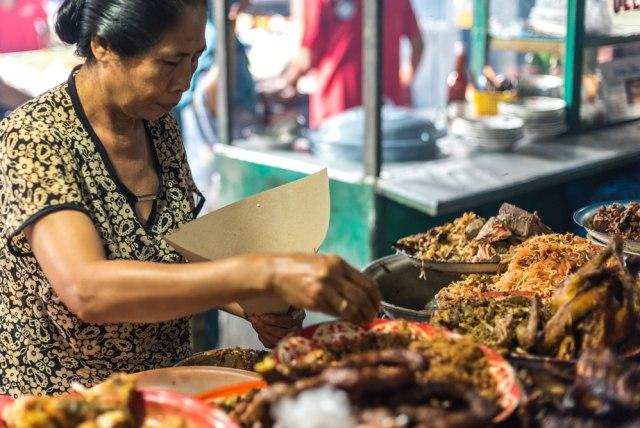 Asal Mula Makan Pakai Tangan, Cara Makan Asli Orang Indonesia (69549)