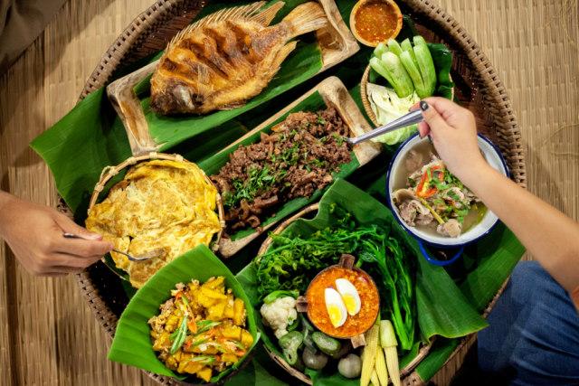 Asal Mula Makan Pakai Tangan, Cara Makan Asli Orang Indonesia (607067)